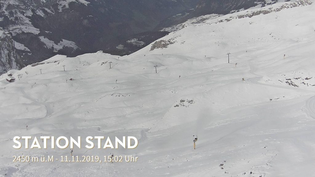 Stand snow report in Engelberg.